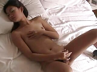 Nézze meg a videót pornó sztriptíztáncos pucer puncik mögött jó minőségű bőrrel, amely a hd pornó kategóriájába tartozik.